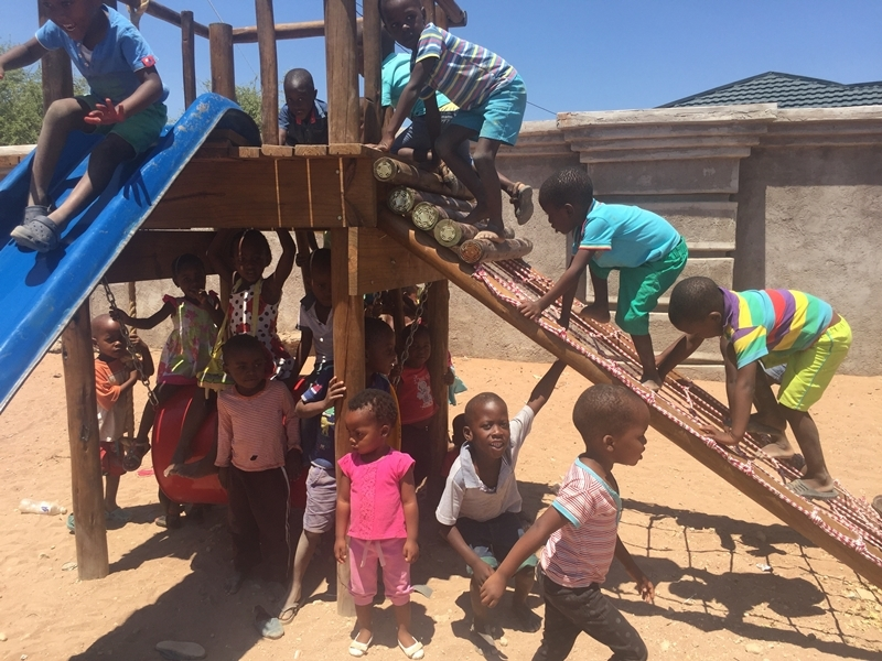 2017 Jan: donation brings joy to Tshedza & Zwigodini creches